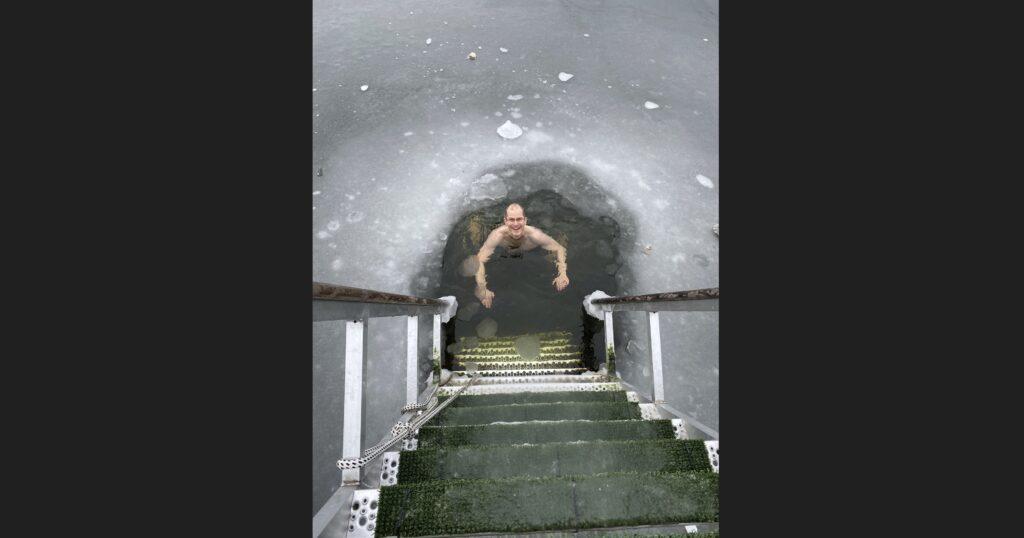 Ice-swimming build will-power